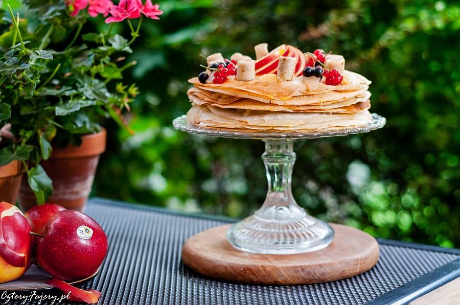 Tort-nalesnikowy-z-owocami