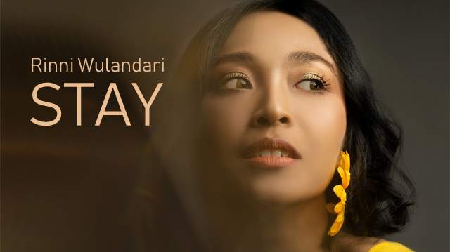 Rinni Wulandari - Stay dan Terjemahannya