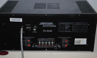 Dòng điện từ amply ra loa là dòng diện xoay chiều (AC).
