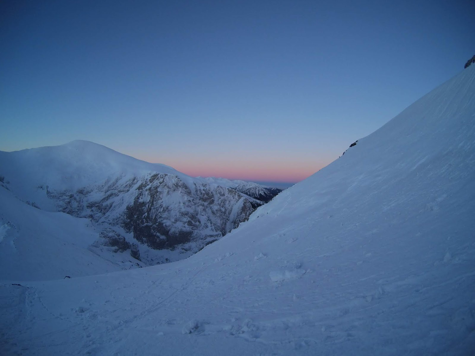 Giewont wschód słońca zimą