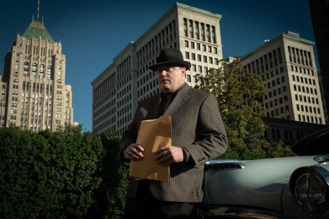 Brendan Fraser como Doug Jones. Foto de HBO Max.