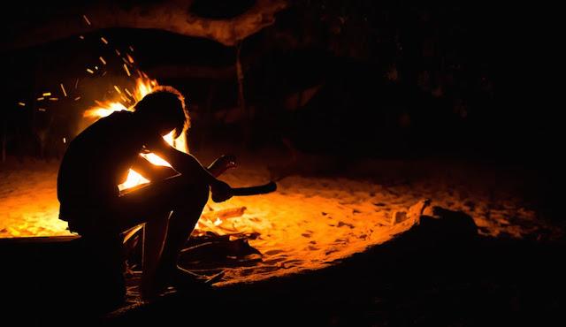 Đốt lửa trại tại khu cắm trại Đà Nẵng