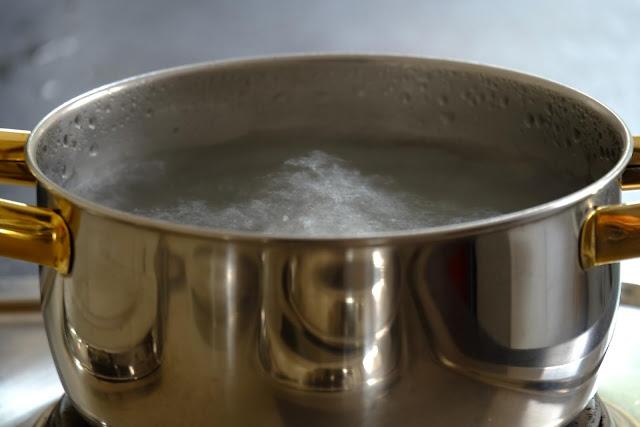 شرب الماء الساخن