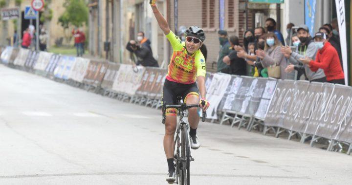 Chursina cruza victoriosa la meta de Villarcayo. Fotos y vídeo: Vuelta a Burgos.