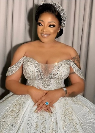 Actress Tayo Sobola shares photos from her wedding...