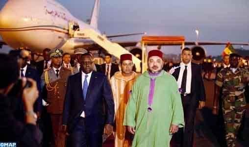 """المغرب المدعوم بالتزام صاحب الجلالة الملك عازم على إسماع صوت افريقيا في مجلس اوروبا  أعيد انتخاب المغرب، بالإجماع، نائبا لرئيس اللجنة التنفيذية للمركز الأوروبي للترابط والتضامن العالمي لمجلس أوروبا، المعروف باسم """"مركز شمال-جنوب"""". وبمناسبة تجديد الهيئات التنظيمية، جدد أعضاء اللجنة التنفيذية ثقتهم في المملكة لولاية مدتها سنتان. حيث يعكس إعادة الانتخاب جودة الشراكة القائمة بين المغرب ومجلس أوروبا، ويشكل اعترافا بالتزامه منذ أزيد من 10 سنوات، لفائدة تعزيز إشعاع المركز. كما يشهد على الدور النشط للمغرب، خلال فترة ولايته السابقة، في إعادة تحديد مهام المركز، بمناسبة الذكرى الثلاثين لتأسيسه، وإسهامه النوعي في تملك جميع الأعضاء لأعماله، وإقرار أفقية فاعلة تفرضها التحديات العالمية التي تواجه البشرية. ويعتزم المغرب، المدعوم بالتزام صاحب الجلالة الملك محمد السادس في إفريقيا وبالحوض المتوسطي، من خلال مقاربة تشاركية، إسماع صوت الجنوب داخل هذه المؤسسة والمساهمة في انفتاحها على آفاق إقليمية أخرى. وتساءل الأزمة الصحية الراهنة قيم وأهداف المركز وتضعها في قلب النقاش. ففي هذا السياق، ترغب المملكة المغربية في الاستفادة من هذه الولاية الجديدة، لجعل المركز فاعلا جوهريا قادرا على تقديم إجابات على الأسئلة والانتظارات، ومن ثم المساهمة في إشعاع هذه المنصة الخاصة بالتبادل والتضامن. وجرت إعادة انتخاب المغرب، بمناسبة الاجتماع الـ 23 للجنة التنفيذية لمركز شمال-جنوب، الذي انعقد بشكل افتراضي يوم 30 يونيو الماضي، والذي شارك فيه القنصل العام للمغرب بستراسبورغ، المكلف بالعلاقات مع مجلس أوروبا، السيد خالد أفقير. كما مكن الاجتماع من إعادة تجديد باقي هيئات المؤسسة، لاسيما الرئاسة (إسبانيا) والمكتب. وأحدث مركز شمال-جنوب، المؤسسة المستقلة التابعة لمجلس أوروبا، في نونبر 1989 على شكل """"اتفاق جزئي موسع"""". ويروم المركز، الذي يوجد مقر أمانته الدائمة في لشبونة، تعزيز الحوار والتعاون بين أوروبا وجنوب البحر الأبيض المتوسط، من خلال الحوار بين الثقافات والأنشطة المكرسة للتعليم والشباب."""