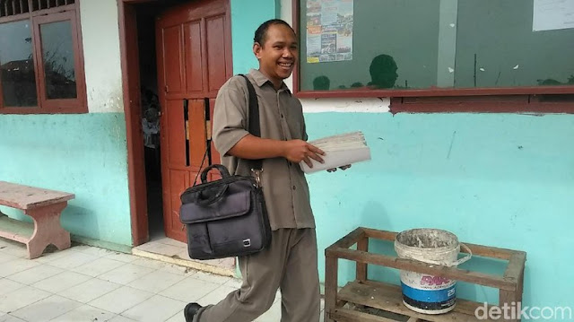 Kesabaran Guru yang Ditantang Siswa Berbuah Hadiah Umrah