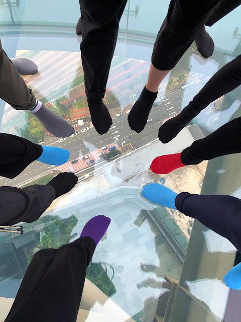 Skyscape Menara JLand pandangan gayat dari atas cermin