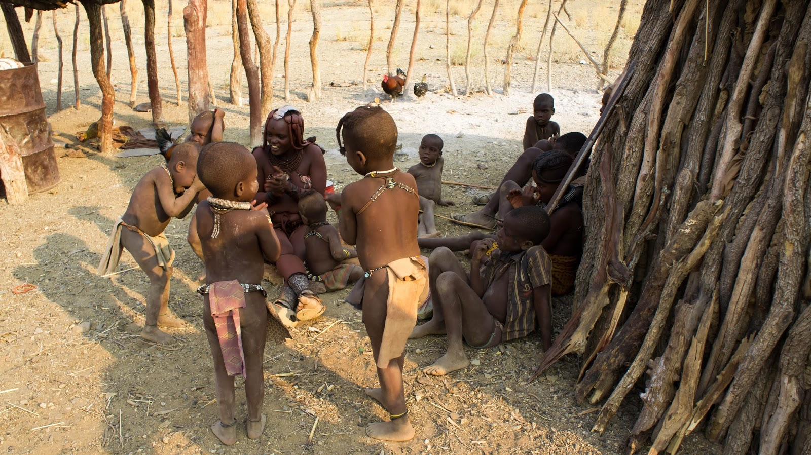 himba clan of namibia In the desert of namibia's remote kunene region live the himba, a fascinating,  semi-nomadic people whose way of life has remained virtually.