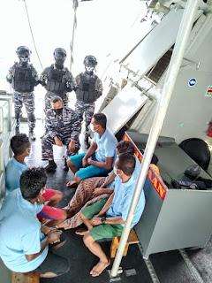 TNI AL Jemput Lima Nelayan Yang Terdampar di Malaysia
