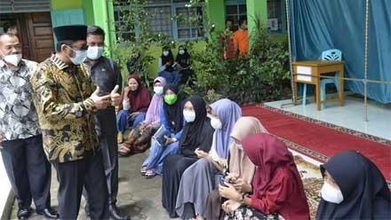 Wako Hendri Septa Tinjau Vaksinasi Massal di MTsN 1 Padang