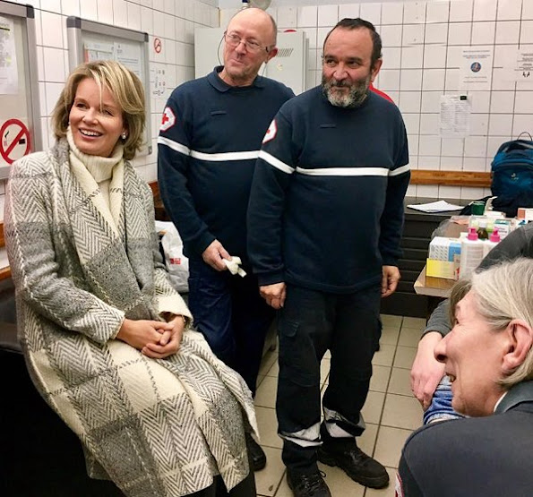 Queen Mathilde visits Pierre d'Angle, night shelter for homeless adults. Queen Mathilde wore Natan Coat