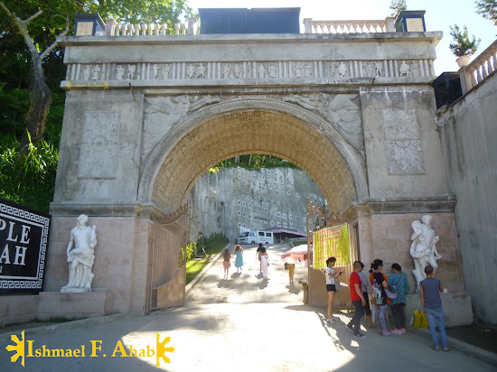 Entrance arch of Temple of Leah in Cebu City