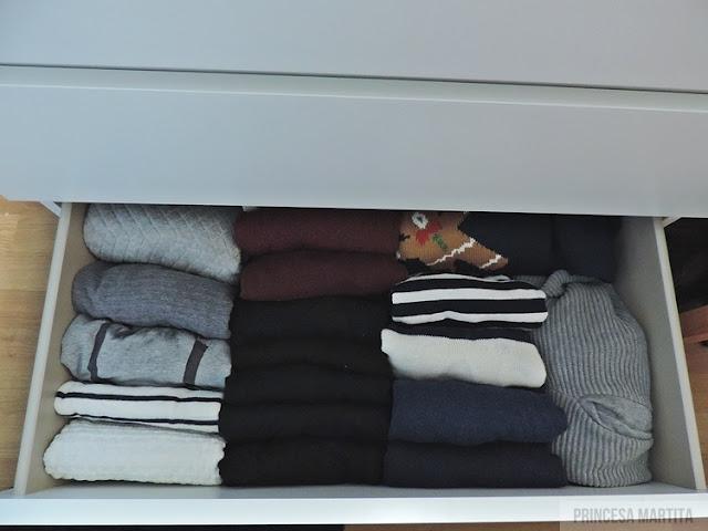 organizacja ubrań swetry