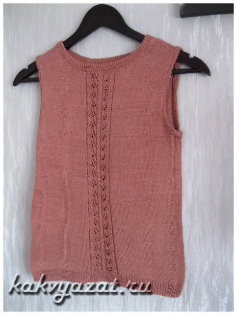 Топ из хлопка, составляющий комплект с ажурным пуловером.