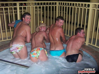 Zu viel Alkohol - Lustige Fotos Feier im Whirlpool witzig