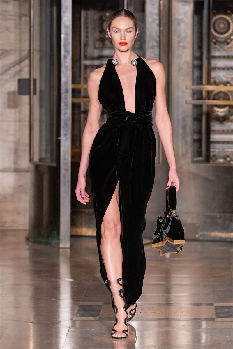Candice Swanepoel Clicks at Oscar De La Renta Runway Show at New York Fashion Week 10 Feb-2020
