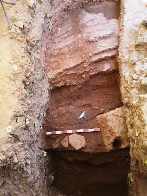 Λόφος Καστέλι: Νέα στοιχεία για το σεισμικό ρήγμα, όπου πραγματοποιήθηκε ανθρωποθυσία κατά τον 13ο αι. π.Χ.