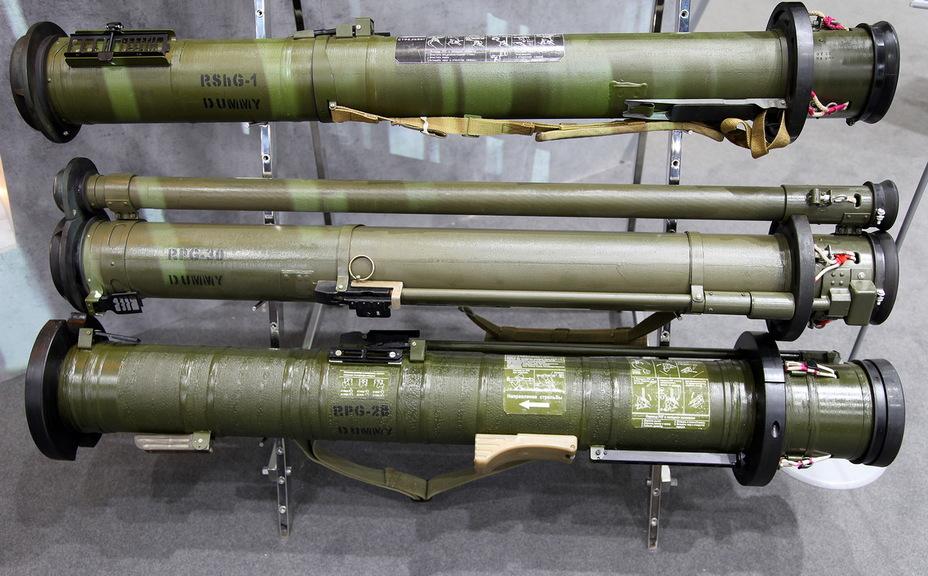 РПГ-30 (в центрі) поруч з РШГ-1 і РПГ-28