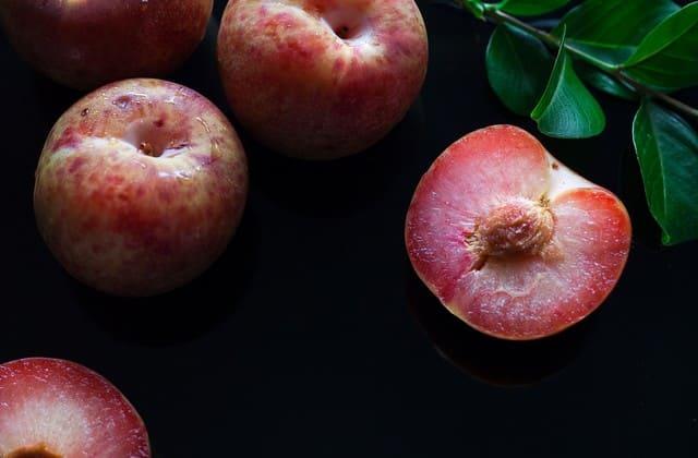Penyakit jantung memang berbahaya, tapi nggak ada kekhawatiran jika kamu sering mengkonsumsi plum