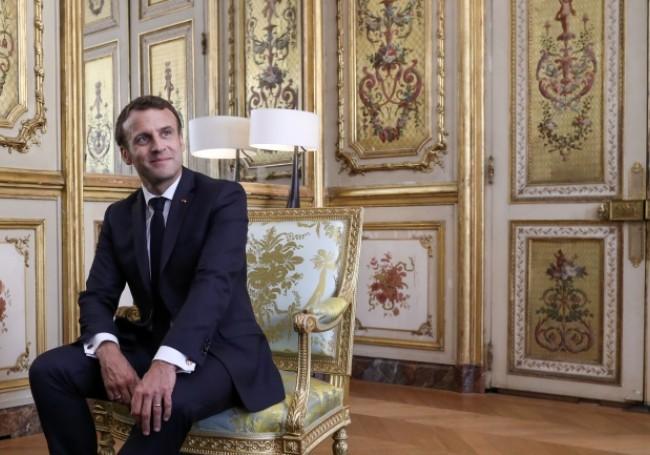 La rénovation à la feuille d'or du bureau de Macron à l'Élysée a coûté... 930 000 euros