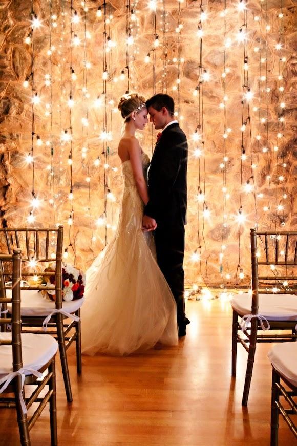como fazer decoração com luzes casamento vintage