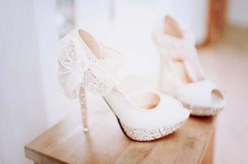 كيف تختارين الارتفاع الأمثل لحذاء الزفاف؟