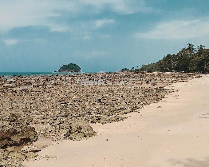 Pantai Tuing Surga di Timur Bangka