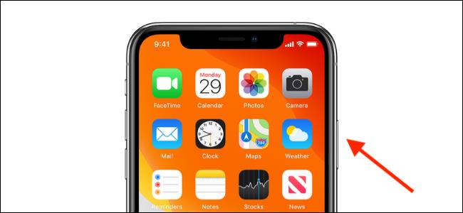 اضغط على الزر الجانبي في iPhone