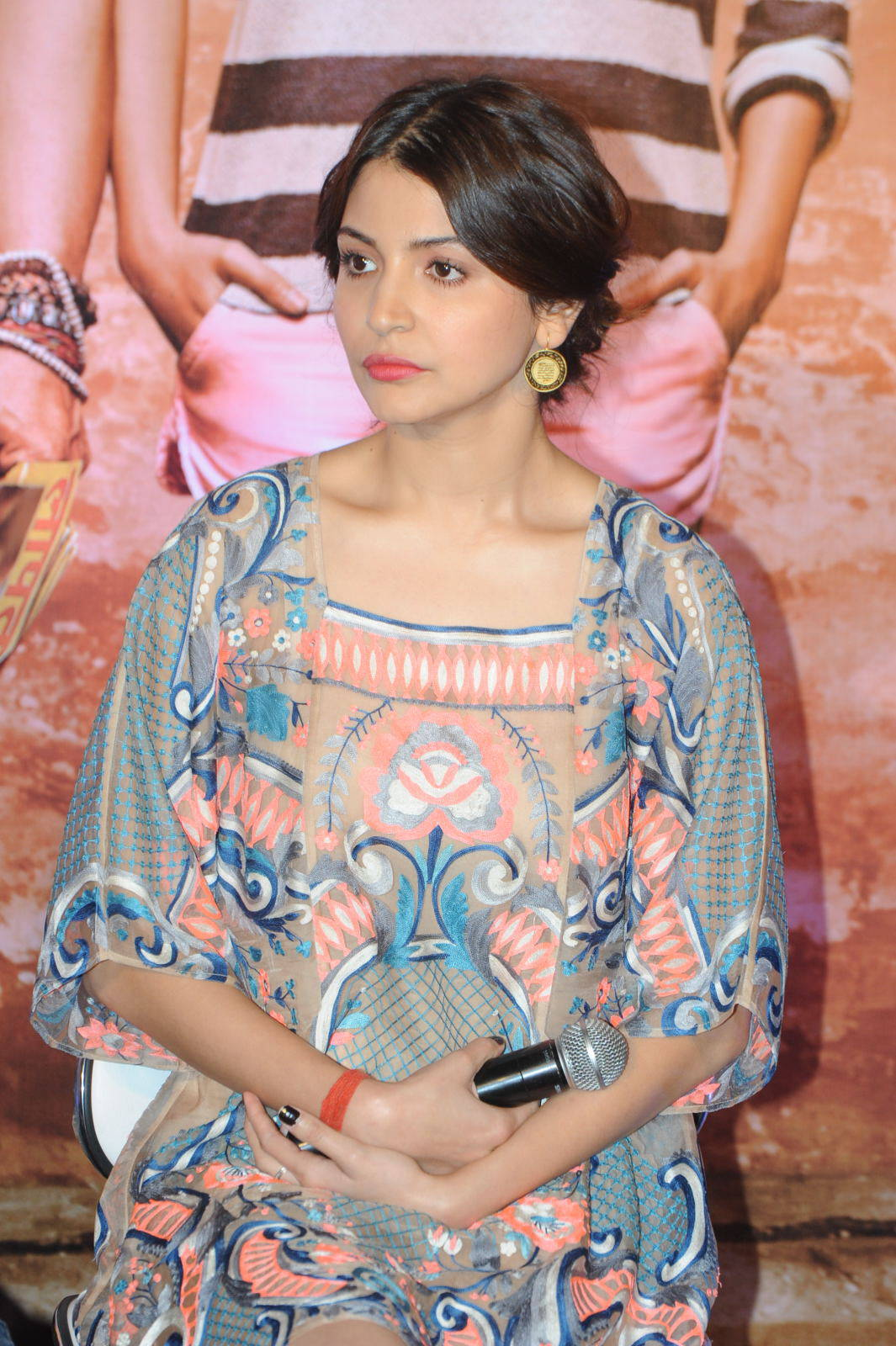 Anushka Sharma Smiling Photos At Mumbai Film Festival