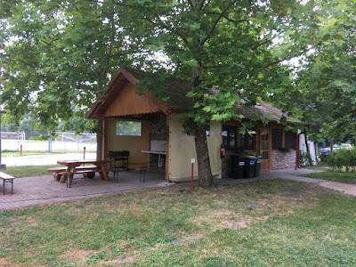 Pole kempingowe namiotowe Lipóti Termál Camping w Lipot na Węgry, kuchnia