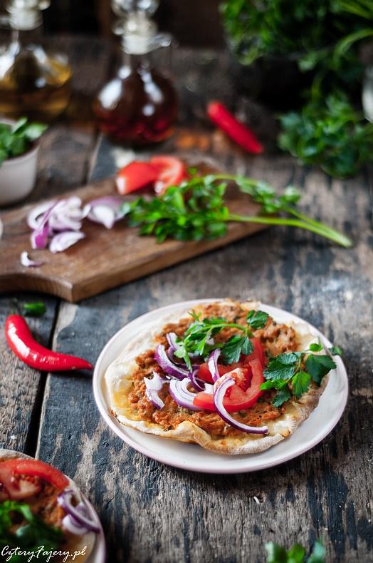 turecka-pizza-z-miesem