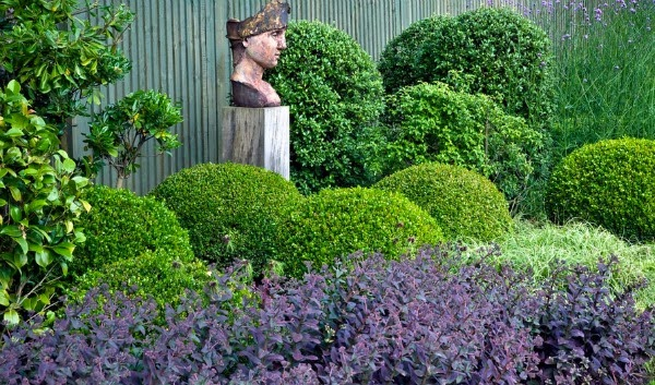 jardín y busto