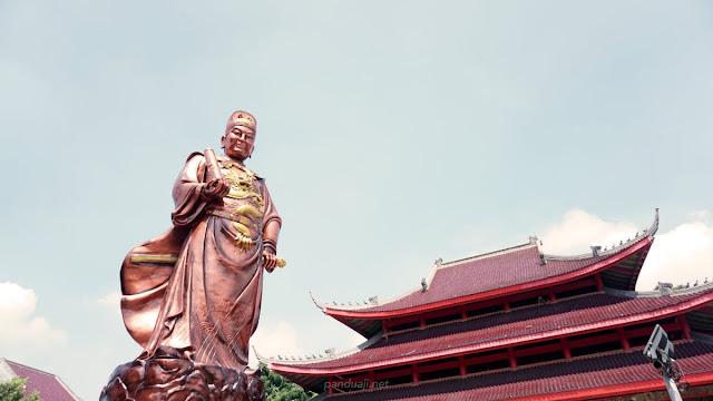 Salah satu patung di Klenteng Sam Poo Kong