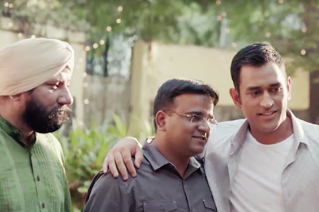 Life Lessons From MS Dhoni, MS Dhoni with friends