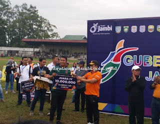 Wakapolda Jambi saksikan Final dan Penutupan Turnamen Bola Kaki Gubernur Cup