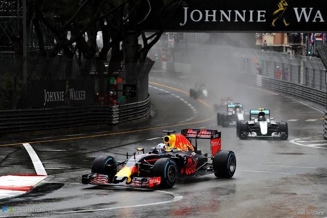 Pembalap Ini Ingin Balapan Selalu Hujan