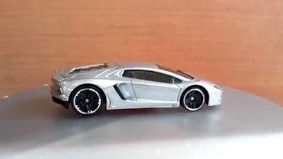 Xe Hotwheels Lamborghini 1