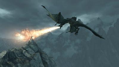 Dragón mítico echando fuego por la boca en las montañas