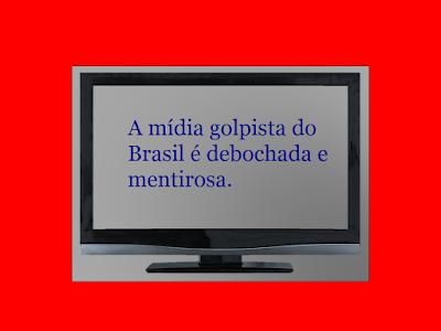 A imagem de uma TV fixada na parede de cor vermelha e a TV tem uma frase na tela: a mídia golpista do Brasil é debochada e mentirosa. Ela faz esforço colossal para afirmar e convencer a população que a crise econômica terminou. A nação passa o maior sufoco para sobreviver em meio a uma crise econômica sem precedentes na história recente do Brasil.