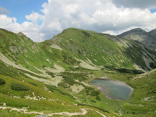 Dolina Jamnicka i Niżni Jamnicki Staw (słow. Nižné Jamnícke pleso).