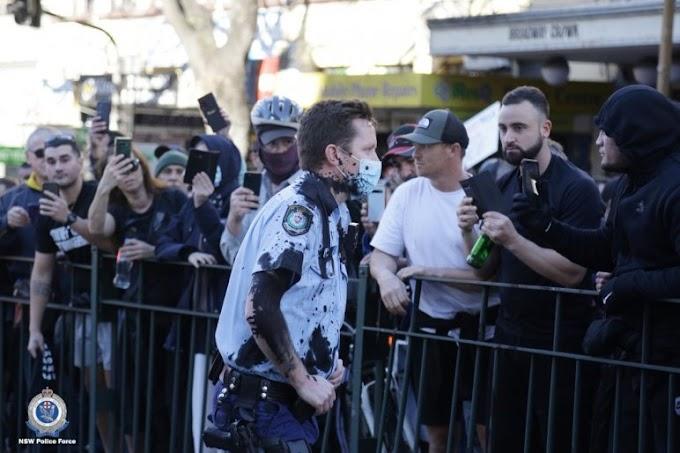 Összecsaptak a rendőrséggel a korlátozások ellen tüntetők Ausztráliában