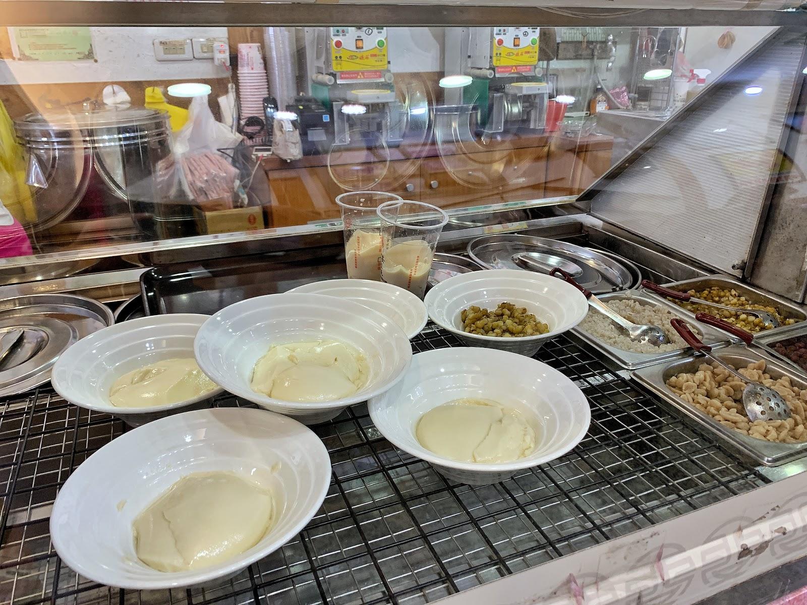 嘉義東區美食【嘉義品安豆漿豆花】多種配料