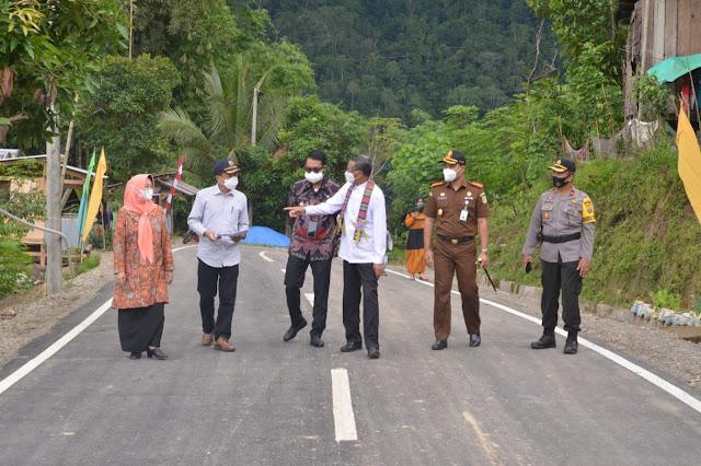 Bupati ASA Dampingi Gubernur Tinjau Ruas Palampang-Munte