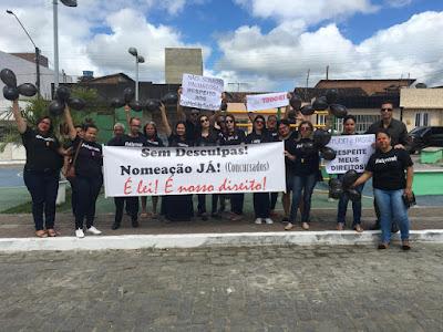 Aprovados em Concurso realizam protesto em Barra de Guabiraba
