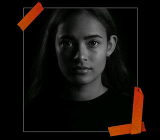 इंस्टाग्राम पर अपनी ब्लैक-एंड-व्हाइट तस्वीरों को हैशटैग #challengeaccepted और #womensupportingwomen के साथ पोस्ट करती हैं।