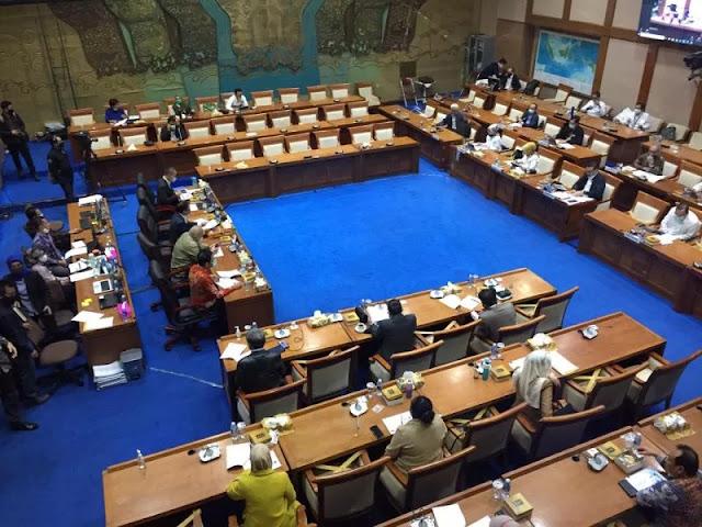 Lagi Rapat, Wakil Ketua Komisi VII Umumkan 10 Orang Positif Corona di DPR