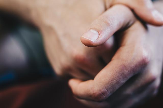 Blackened nail: how to react?