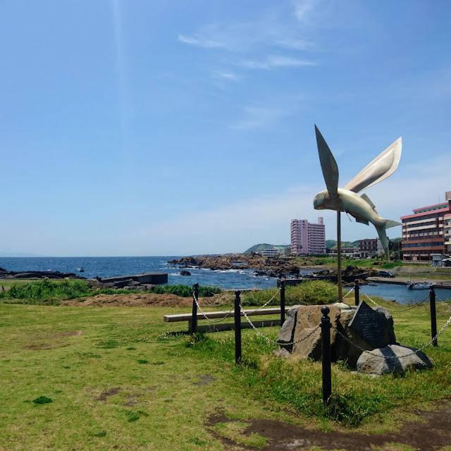 野島崎公園 トビウオの像