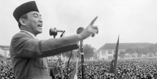 Sejarah Kemerdekaan Indonesia  Dimulai dengan tanggal 6 Agustus 1945 ketika itu Bom mengguncang kota Nagasaki dan dan kemudian tanggal 9 Agustus giliran kota Hirosima di Jepang oleh Amerika Serikat. Dan peristiwa pemboman hirosima nagasaki ini adalah menjadi pertanda menyerahnya Jepang kepada Amerika dan juga sekutunya.  Sehari kemudian BPUPKI berganti nama menjadi PPKI (Panitia Persiapan Kemerdekaan Indonesia) untuk lebih menegaskan keinginan dan tujuan mencapai kemerdekaan Indonesia. Pada tanggal 9 Agustus 1945, bom atom kedua dijatuhkan di atas Nagasaki sehingga menyebabkan Jepang menyerah kepada Amerika Serikat dan sekutunya. Momen ini pun dimanfaatkan oleh Indonesia untuk memproklamasikan kemerdekaannya.  Pada tanggal 6 Agustus 1945